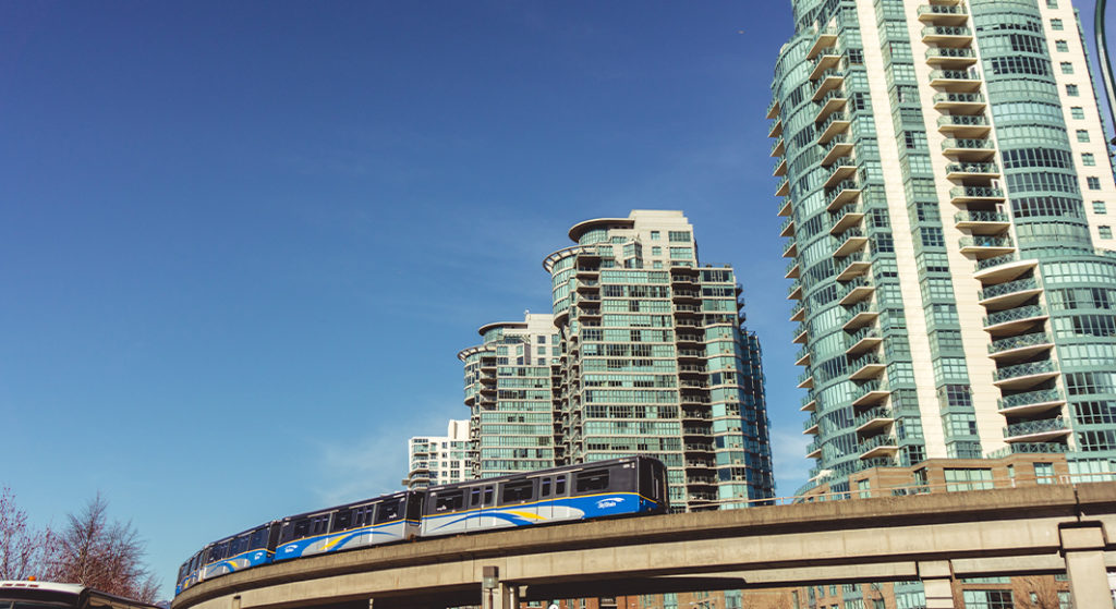 fahrender SkyTrain in Vancouver