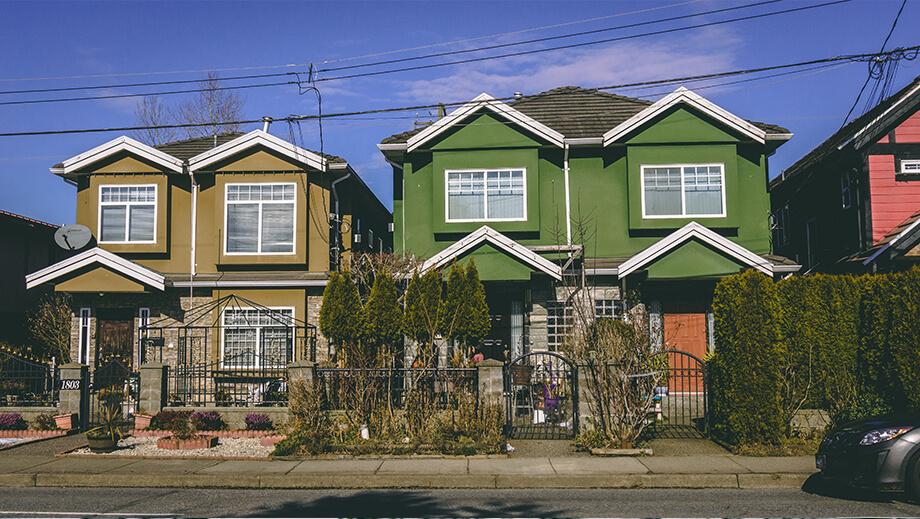 grünes und gelbes Haus in East Vancouver