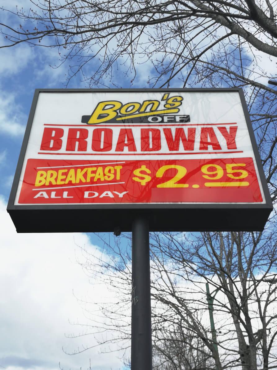 Leuchtschild Bon's Broadway