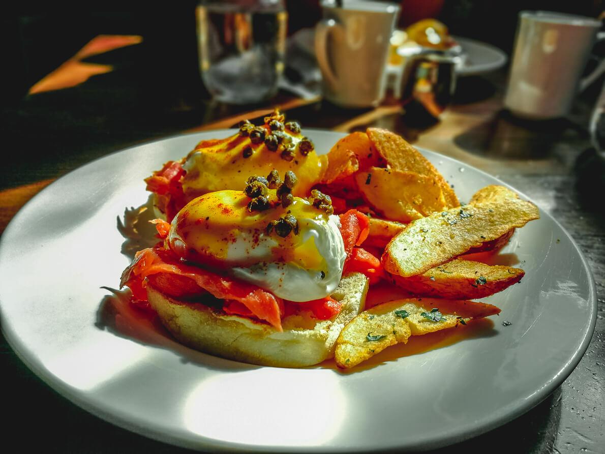 Eggs Benedict im Crabapple Café