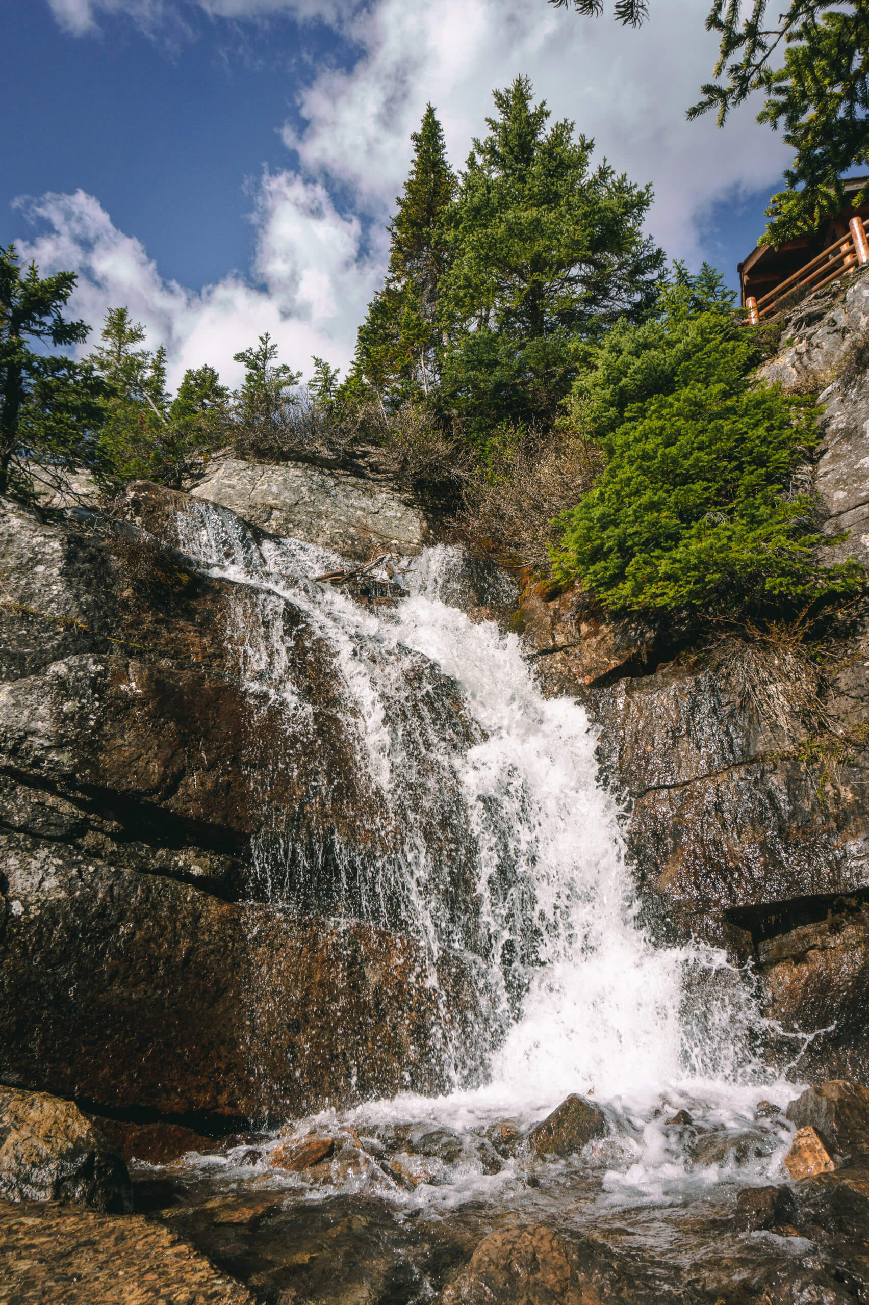 kleiner Wasserfall am Lake Agnes