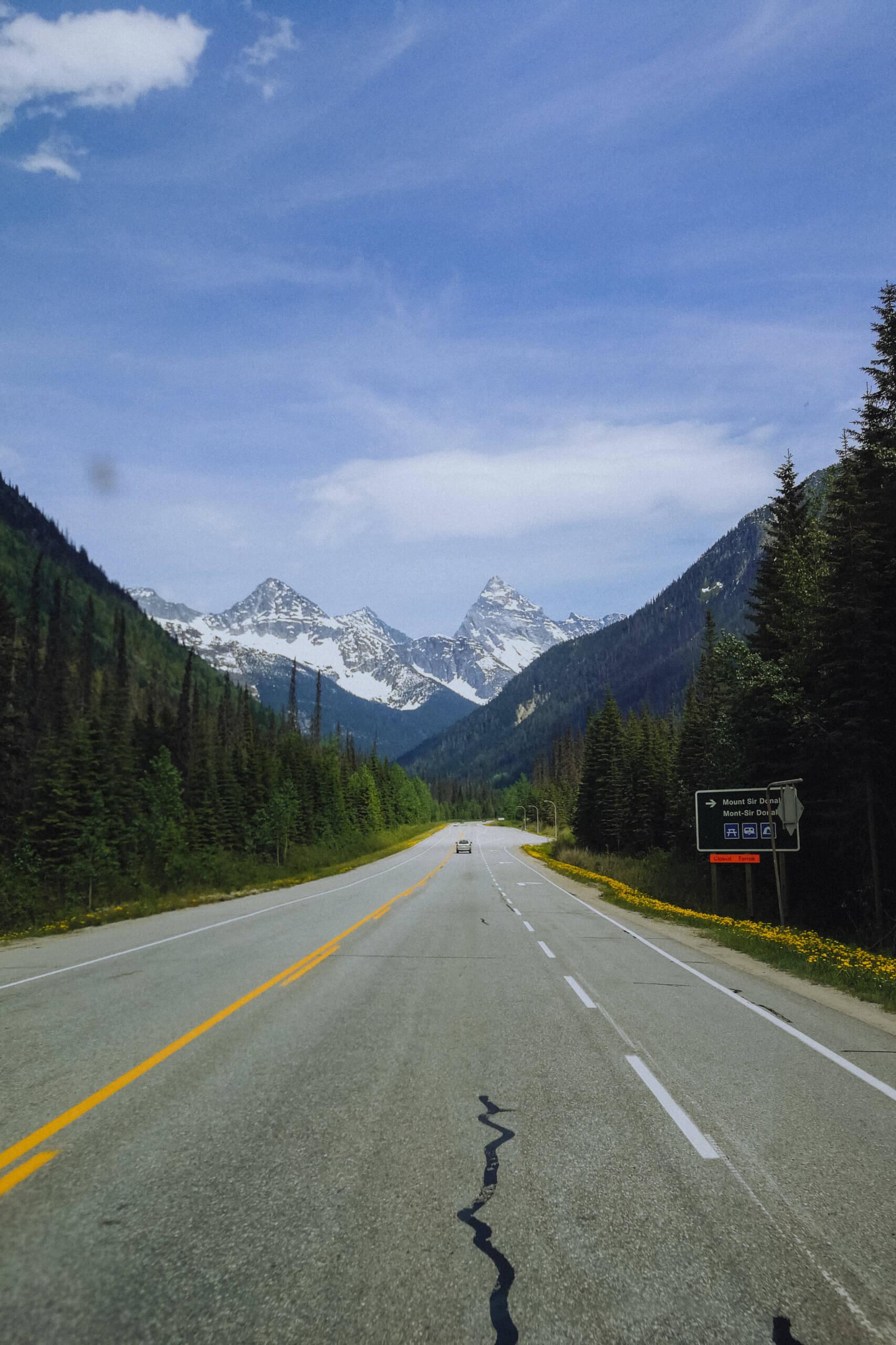 Straßen-/Bergpanorama