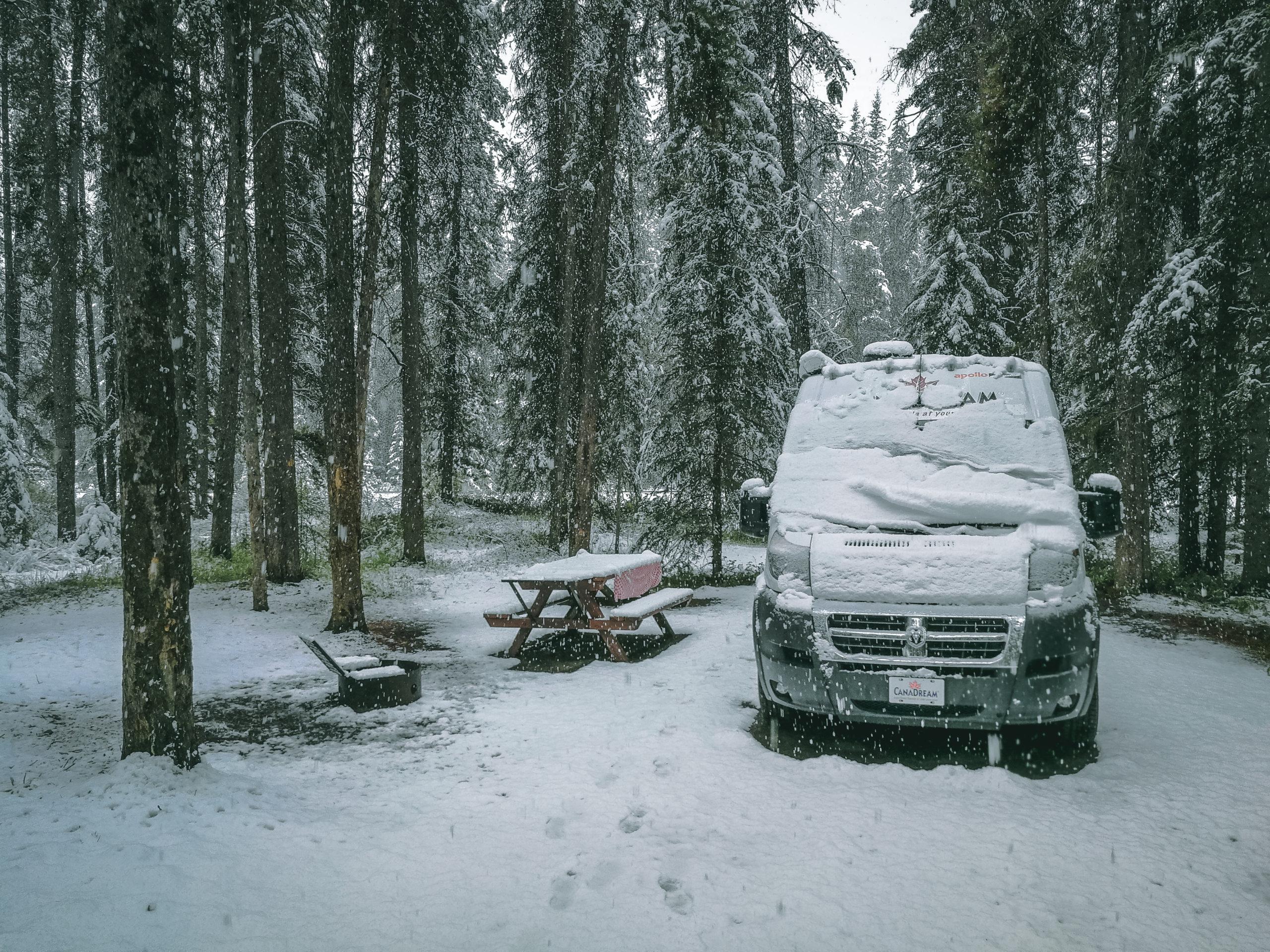 zugeschneiter Campervan
