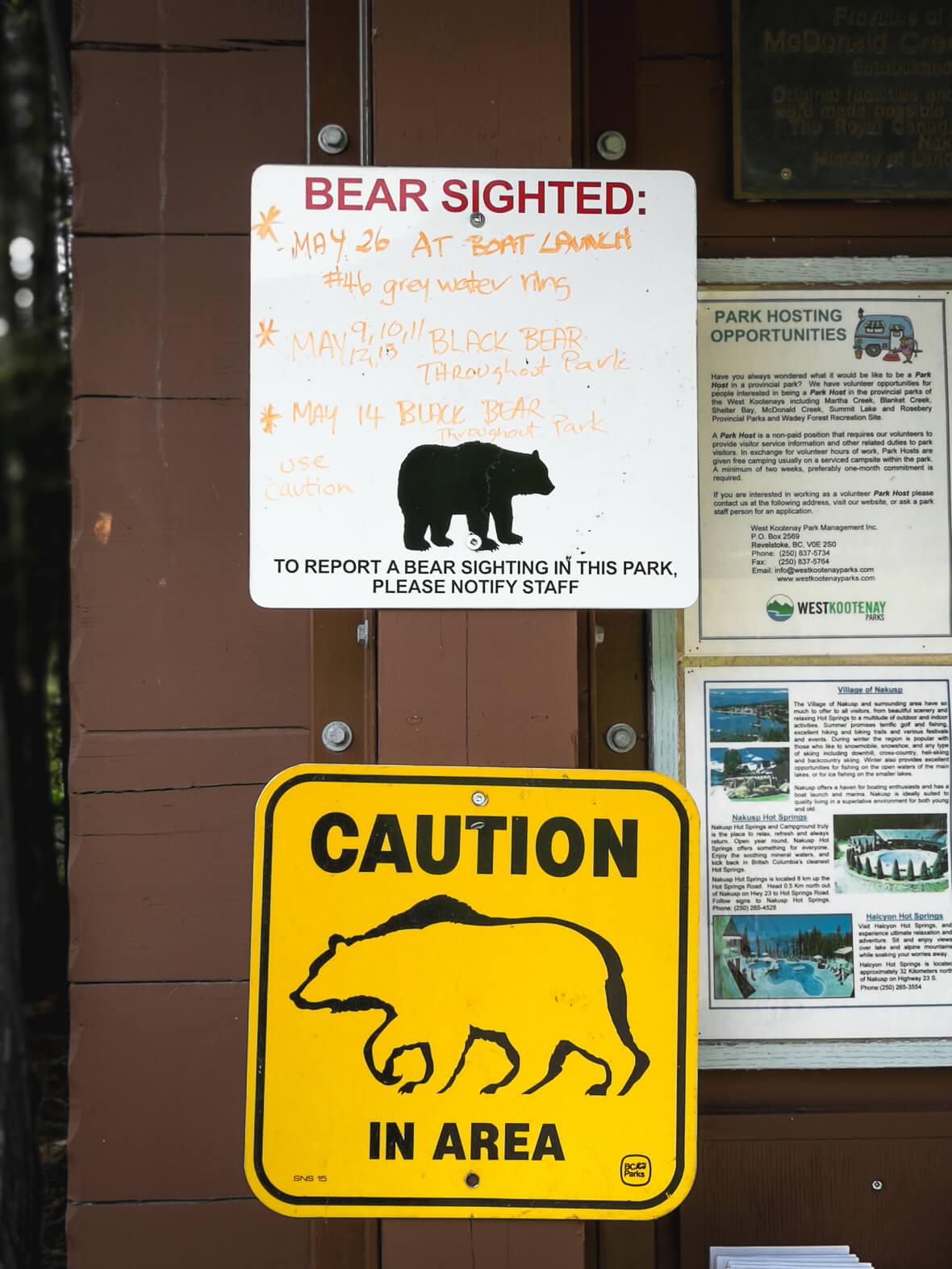 Bärenwarnung auf dem McDonald Creek Campground
